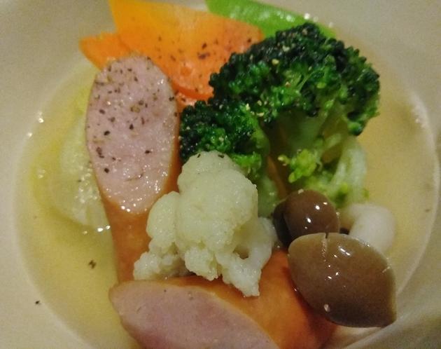 朝食一例 ロールキャベツと季節の野菜