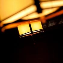 【館内を照らす照明】