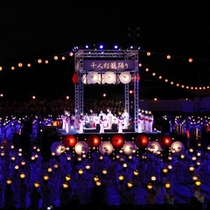 全国的にも類をみない「灯りの祭典」8/15〜17の未明にかけて、お隣の山鹿温泉で行われる夏の風物詩