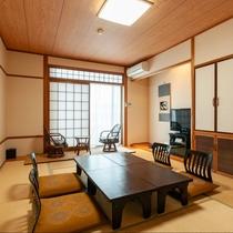 本館和室【バス・トイレ付】純和風の落ち着いた雰囲気のお部屋。おひとり様からご宿泊大歓迎です。