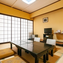 和室は、年代問わず落ち着けるお部屋。日頃の喧騒から離れて温泉でごゆっくりリフレッシュしてください。