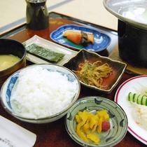 ご朝食:朝から元気に!身体に優しい和のご朝食をご用意致します。