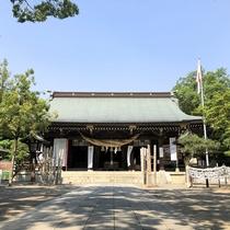 菊池神社:明治3年創建され菊池一族を祀る。境内も広く季節毎の美しさを楽しめます。当館よりお車で約4分