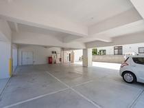 建物1階はご専宿泊者用の無料駐車場(各室1台)。満車の際には第2・第3をご利用下さい。