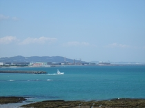 与那原マリーナからトローリング船が出港していきます