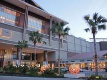 イオンモール沖縄ライカム 車で約25分 沖縄県内最大級のショッピングモール