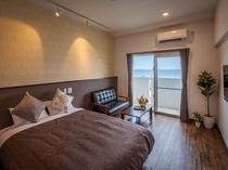 【ダブルルーム・27㎡】1400mm幅のダブルベッドを設置、基本備品は同じです。快適なご滞在を。