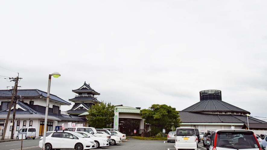 *【外観】当館はお城を模した外観が特徴的☆12種類のバラエティに富んだお風呂が人気!