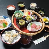 *夕食一例。お値段・味・ボリュームともに納得!自慢の≪和会席料理≫