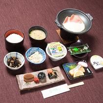 *朝食一例。やっぱり朝は、和食が落ち着きます。