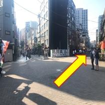 【銀座線:⑦】 「三差路を」右に曲がります