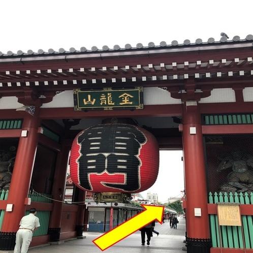 【銀座線:⑤】 浅草寺の雷門の方向へ直進します。