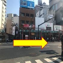 【銀座線:①】 「浅草駅1番出口」を出て「大通りを右」に進みます