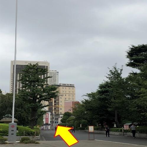 【銀座線:⑨】 野乃浅草の看板が見えてくるので直進します。