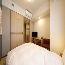 ◆シングルルーム(14平米)客室は畳敷きにてご用意サータ社製ベッド(110-120cm×195cm)