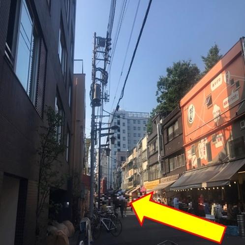 【銀座線:⑧】 三差路を右に曲がると「ホッピー通り」。直進です