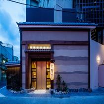 ◆ホテル正面玄関(夜)