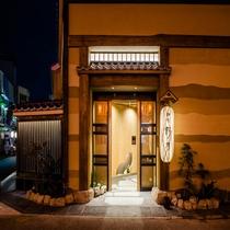 ◆ホテル入り口(夜)