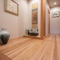 ■麹 -kiku-■ 大人限定・露天風呂付き離れ/木のぬくもりを感じる玄関