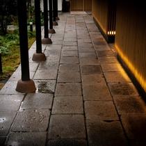 ■御宿 田 離宮 /エントランス■ 湯布院の風を感じながら愉しむ、全室離れの露天風呂