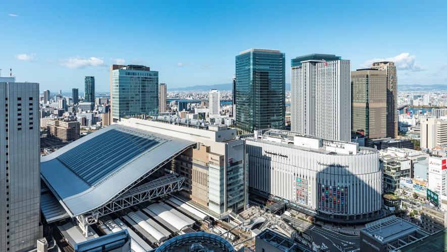 地上35階建ての高層ホテル!JR「大阪駅」3階連絡橋出口より徒歩約3分