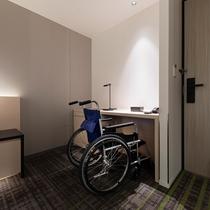 33平米の広々とした客室で車椅子をご利用のお客様も快適にお過ごしいただけます。