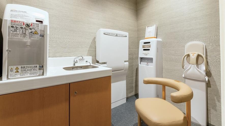 9階に授乳室(調乳用温水器・おむつ交換台併設)がございます。