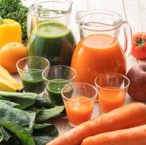 【朝食一例】野菜と果実のスムージー