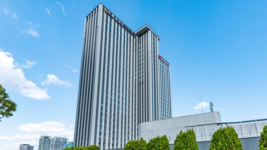 1階・2階にホテルエントランスを設置!2階はJR「大阪駅」とデッキで繋がっており移動もスムーズです
