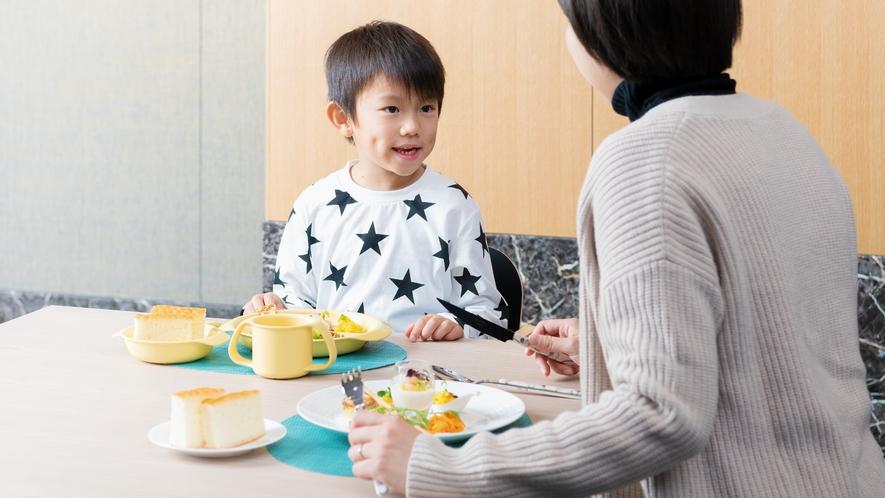 レストランでは、お子様にとって安心・安全なお子様用食器の貸出もございます。