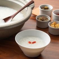 【朝食一例】朝にぴったりの中華粥もご用意しております。