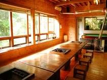 南伊豆コート50名様用1戸建て貸別荘 BBQもできる1階リビング