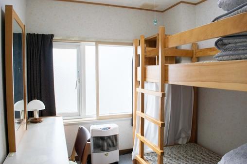 個室(2人部屋・2段ベッド1台)