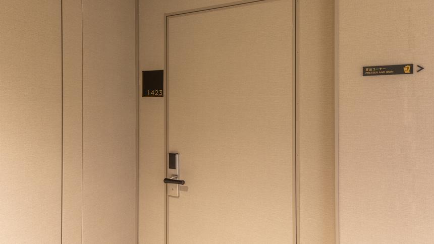 アジョイニングドア入口