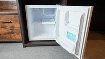 空の冷蔵庫ございます。ご自由にご利用くださいませ。