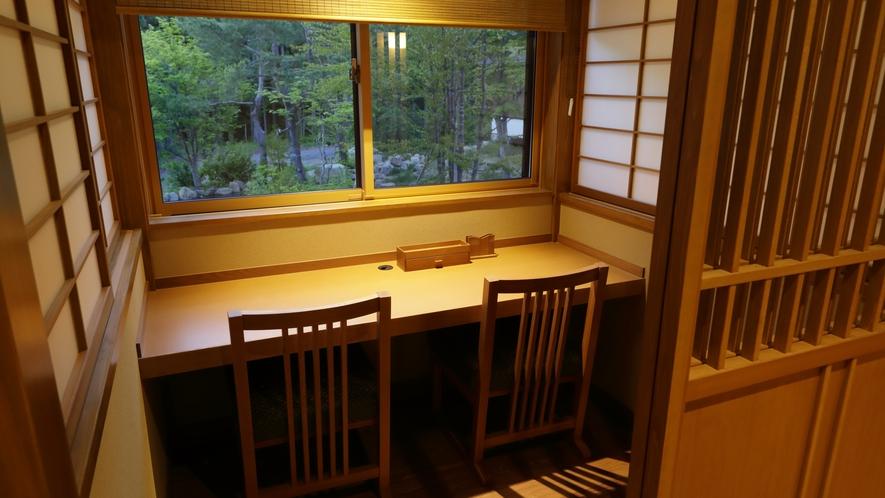 【食事処】「仙楽」…カウンター席の一例。半個室タイプのカウンター席はカップルでのご利用に嬉しい設え。