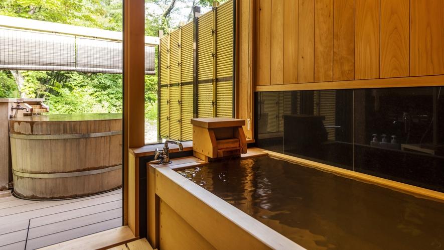 【雲の坐】客室風呂。内湯&露天温泉(※一部客室のみ)で源泉かけ流しを堪能。
