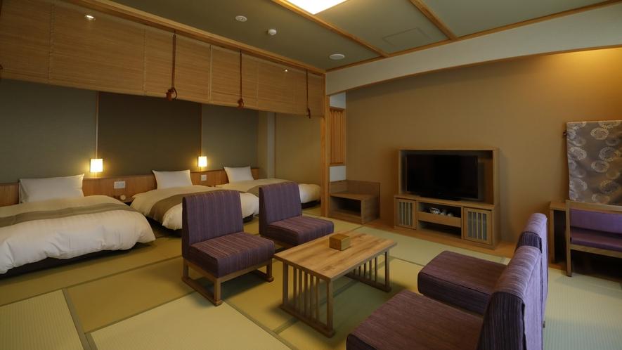 【月の坐】和洋室。50㎡超の畳敷きの間に、セミダブルベッドが3台あります。