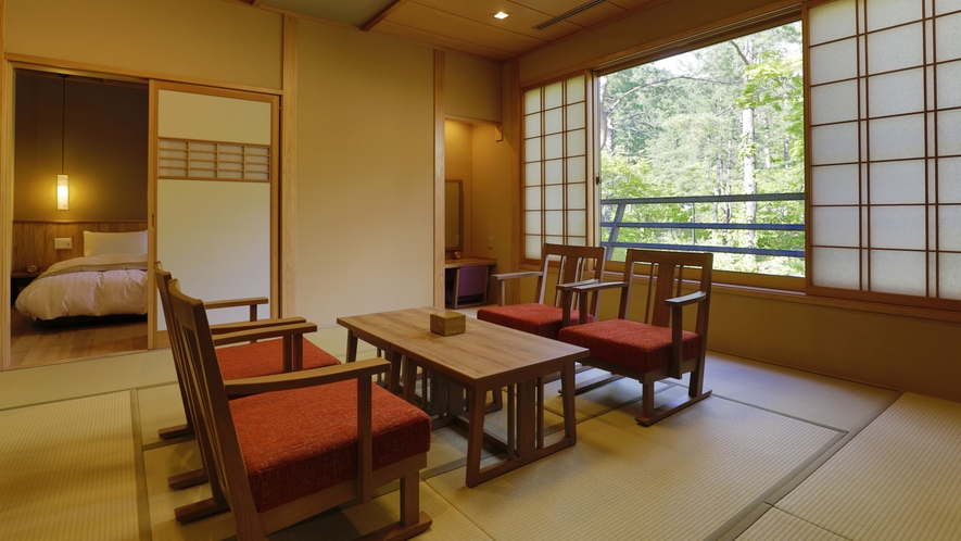 天の坐以外にも、和のぬくもりと洋の快適さを兼ね備えた和洋室を中心に、多彩な客室をご用意しております。