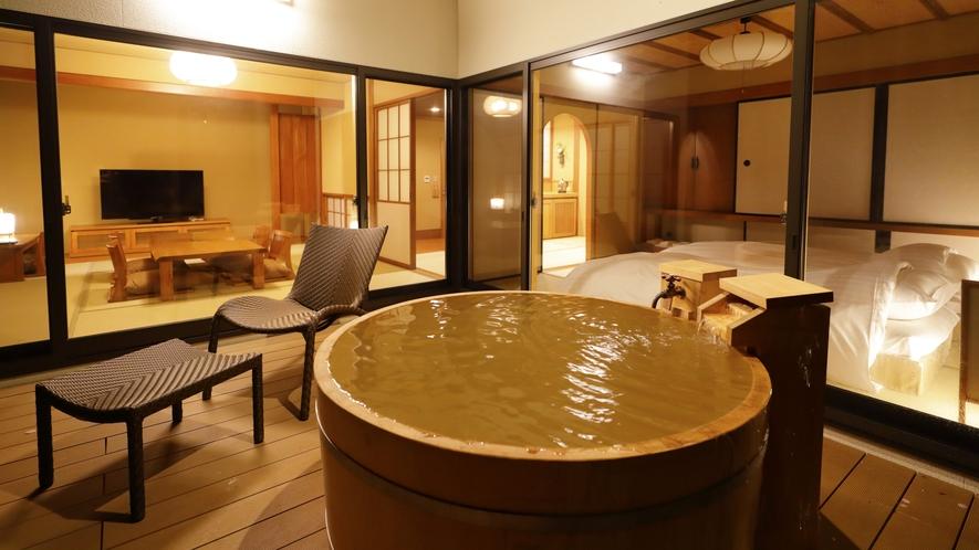 【離れ】「天の坐」4室は文化財的価値のある建物を再生し、源泉かけ流しの露天&内風呂を備えた贅沢客室。