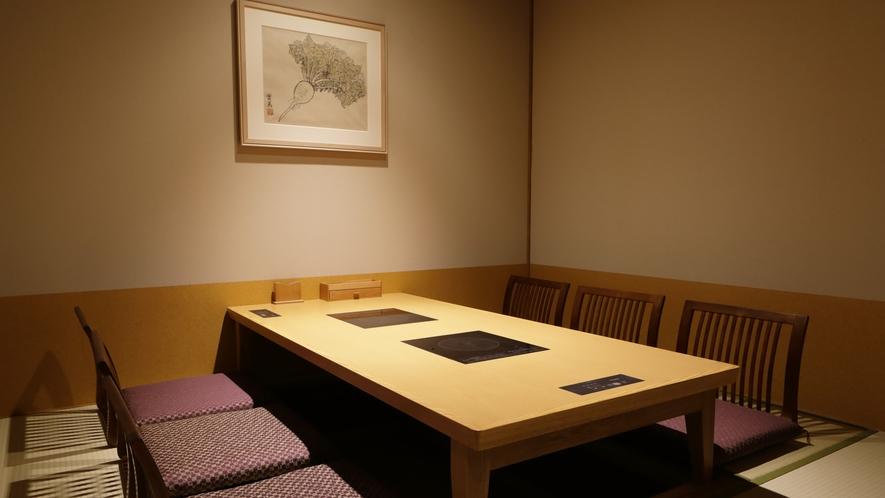 【食事処】「仙楽」…個室の一例。個室席・ブース席・カウンター席とプライベート感のあるお席をご用意。