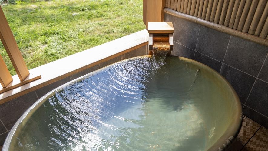 【貸切風呂】自家源泉かけ流しの湯を、無料の貸切風呂で独り占め。空いていれば何度でもご利用頂けます。