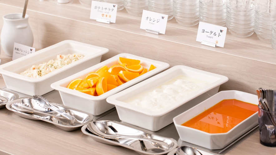 【朝食】デザートやフルーツもご用意(一例)