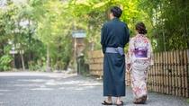 夏は浴衣で京都を楽しむ。6月中旬から9月中旬は、着付けプランは浴衣でご用意いたします。