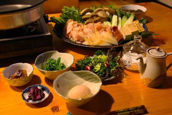 【1泊2食付】お部屋でゆっくりお食事をどうぞ。田舎満喫プラン。鶏すき焼きや旬のお野菜が味わえます。