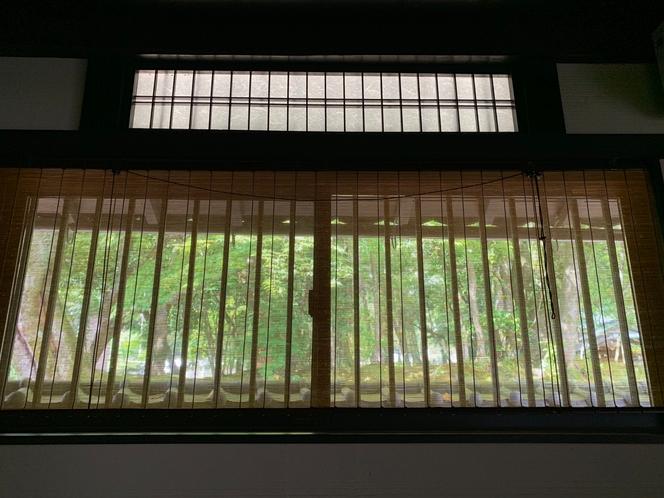 1階和室からの岩城神社