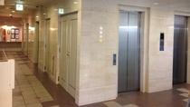 1階エレベータ前