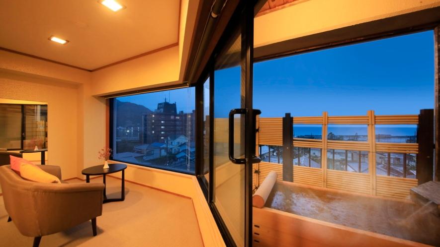 【露天風呂付和室】夜の景色もお愉しみください。