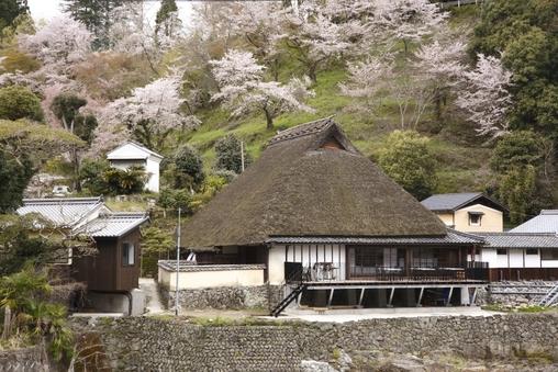 重要文化財邸宅の敷地内にある宿泊所を一棟丸ごと貸切