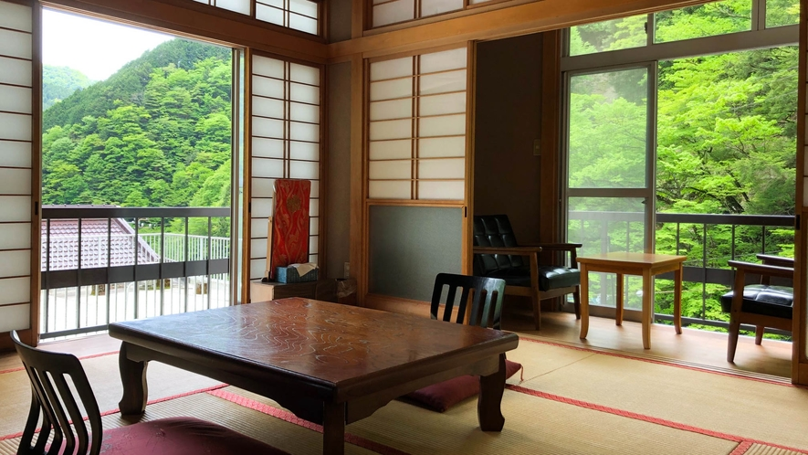 竹の間 新緑の山並みを見ながらゆっくりとお過ごしください!